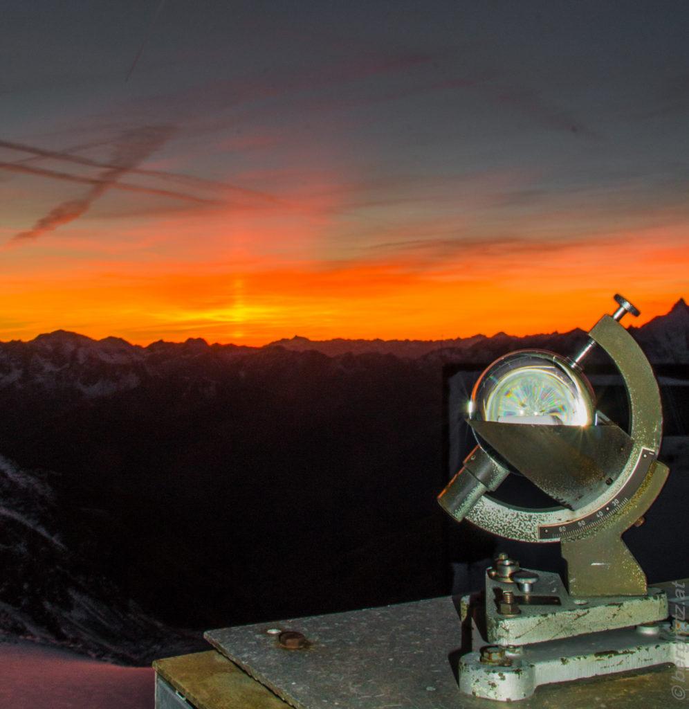 Sonnenuntergang mit den letzten Sonnenstrahlen